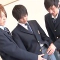 【ゲイ動画 pornhub】イケメン高校生3Pセックス!男友達同士のキスを見せられて不覚にも勃起したノンケ少年・・・