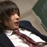 学園内のイケないけどヌけるBL動画。美少年男子校生とワイルド系で男らしい先生が教室で前立腺まで刺激するアナルファック