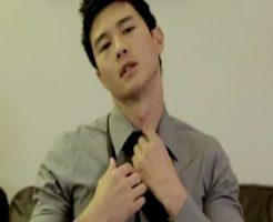 色気ムンムンの韓国系大人イケメンがスーツのまま巨根チンコをしごき気持ちよくなるオナニー動画