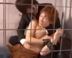 【ゲイ動画 pornhub】エロ奴隷として拉致監禁されてしまったイケメン!目隠しと口を塞がれてしまい…