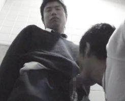 【ゲイ動画 pornhub】ムラムラしたイケメン男子高校生がハッテントイレで抜かれる!