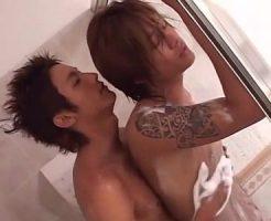 【ゲイ動画 xvideos】サーファーっぽいジャニ系イケメンとワイルドイケメンのシャワーもいっしょに浴びるほどラブラブセックス!