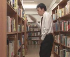 【ゲイ動画 pornhub】図書館でセックスに関する本を読んで興奮してしまうリーマン!