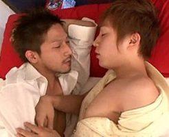 【ゲイ動画 xvideos】イケメンお兄ちゃんと仲良く添い寝!中々起きてくれないからエッチなことしちゃった!