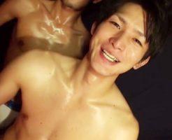 【ゲイ動画 xvidoes】美男子のカラダから滲み出る汗が激しさを物語る兜合わせからの筋肉セックス!