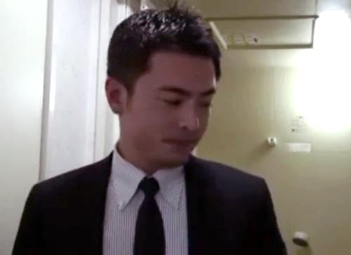 【ゲイ動画 pornhub】22歳の時にナンパされ男性を意識しゲイになった33歳の素人イケメンリーマン!ノンケの皮を脱ぎ捨て本能のままに尻穴を掘る高速ピストンファック!