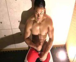 【ゲイ動画 xvideos】レスリングのユニフォームからもっこりとバキバキの腹筋をのぞかせる筋肉イケメン!