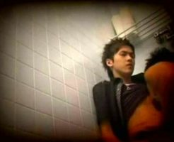 ハッテン場個室トイレの盗撮映像!立ちバックでイケメンをガン掘りする若い男!
