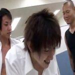 【ゲイ動画】職員室でイケメン生徒と教師が乱交ファックするイカれた学園…歯を立てるなよ!内申書に響くぞ…