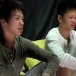 【ゲイ動画】イケメンでノンケの双子がそろってゲイビ出演するという奇跡!兄弟の隣で前立腺を刺激されてチンコフル勃起!