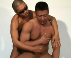 【ゲイ動画】男らしい男を男が抱く…ガチムチボディにしゃぶりつき、卑猥な言葉を浴びせながガン掘りしMAX!