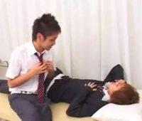 【ゲイ動画 xvideos】「今なら誰も居ないし・・しちゃおっか?」とイケメン男子高校生カップルが保険医が居ない間にBLアナルセックス!