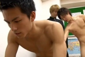 【ゲイ動画 xvideos】イケメン体育教師の『健成』が高校生の可愛い教え子たちからアナルを掘られてしまう激アツ展開www