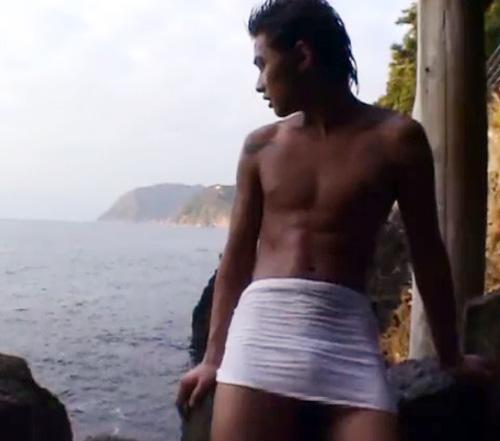 【ゲイ動画 xvideos】イケメンリーマンと1泊2日の温泉旅行!露出ありガン掘りありのチンコを休ませない1時間!