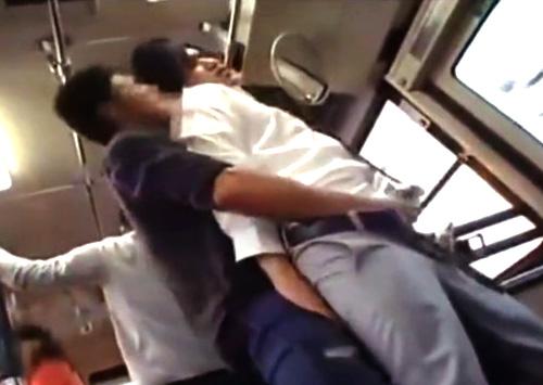 【ゲイ動画 pornhub】バスで好みの高校生を見付けたゲイが他の乗客にバレ無い様に痴漢!恐怖で逃げれ無くなったノンケのチンコを強引に頂くw