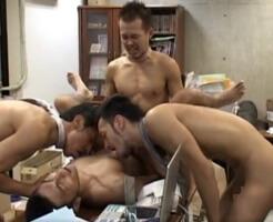 【ゲイ動画】パワハラ・セクハラなんて生ぬるい!ノンケの新入社員を3人の先輩がケツマンレイプ in オフィス