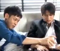 【ゲイ動画 xvideos】関西弁のゲイカップルが旅行した思い出にカメラを持って高層ホテルで記念撮影ハメ撮りセックス!!